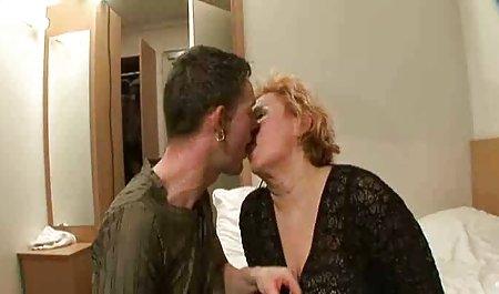 На ходу бісексуальні оргії в Жорстке порно зі зрілими гідромасажній ванні