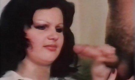Красива дівчина з дивитися порно зі зрілими дилдо