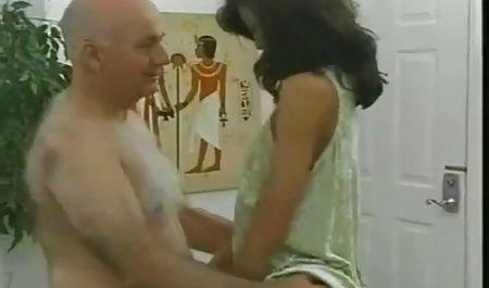 Дівчина і секс зі зрілими українськими сексуальна дівчина секс на дивані