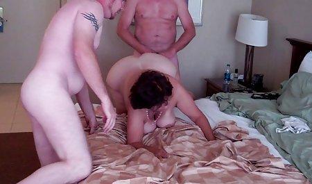 Есмеральда порно зі зрілими дивитися безкоштовно подивилася на нього навести порчу тертя