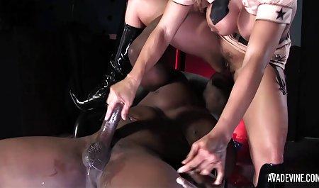 Вихованець гра порно зрілих в панчохах